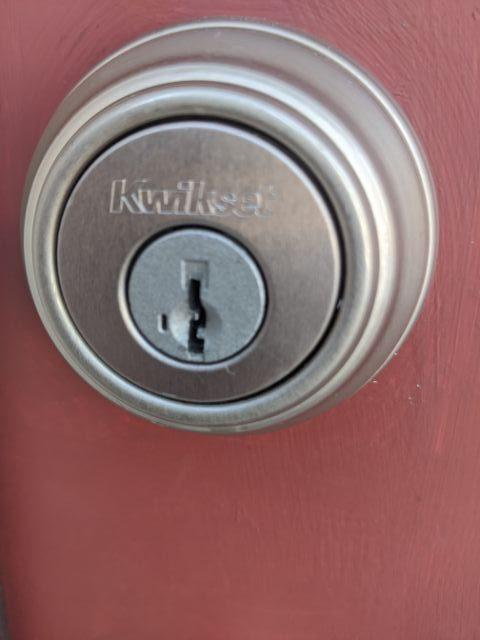 Detroit-locksmith-kwikset-deadbolt-rekey-lockout-smartkey_-rotated.jpg