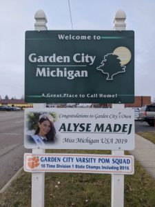 the welcome sign for garden city michigan