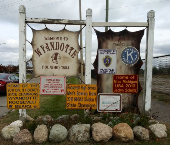 Wyandotte-Locksmith-sign-Rekey-Lockout.jpg