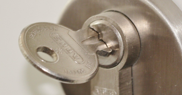 When to Change Locks and Factors That May Affect the Cost of Doing It